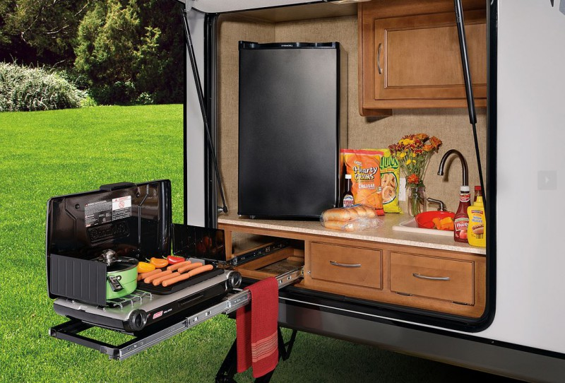 10 Rvs With Amazing Outdoor Entertaining Amp Kitchens