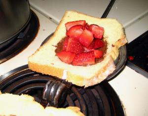 Pie iron dessert recipe: nutella and strawberry pie