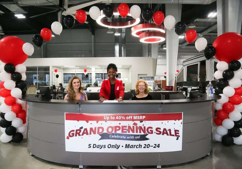 General RV Ocala's reception desk decorated with balloons and banners in honor of the grand opening